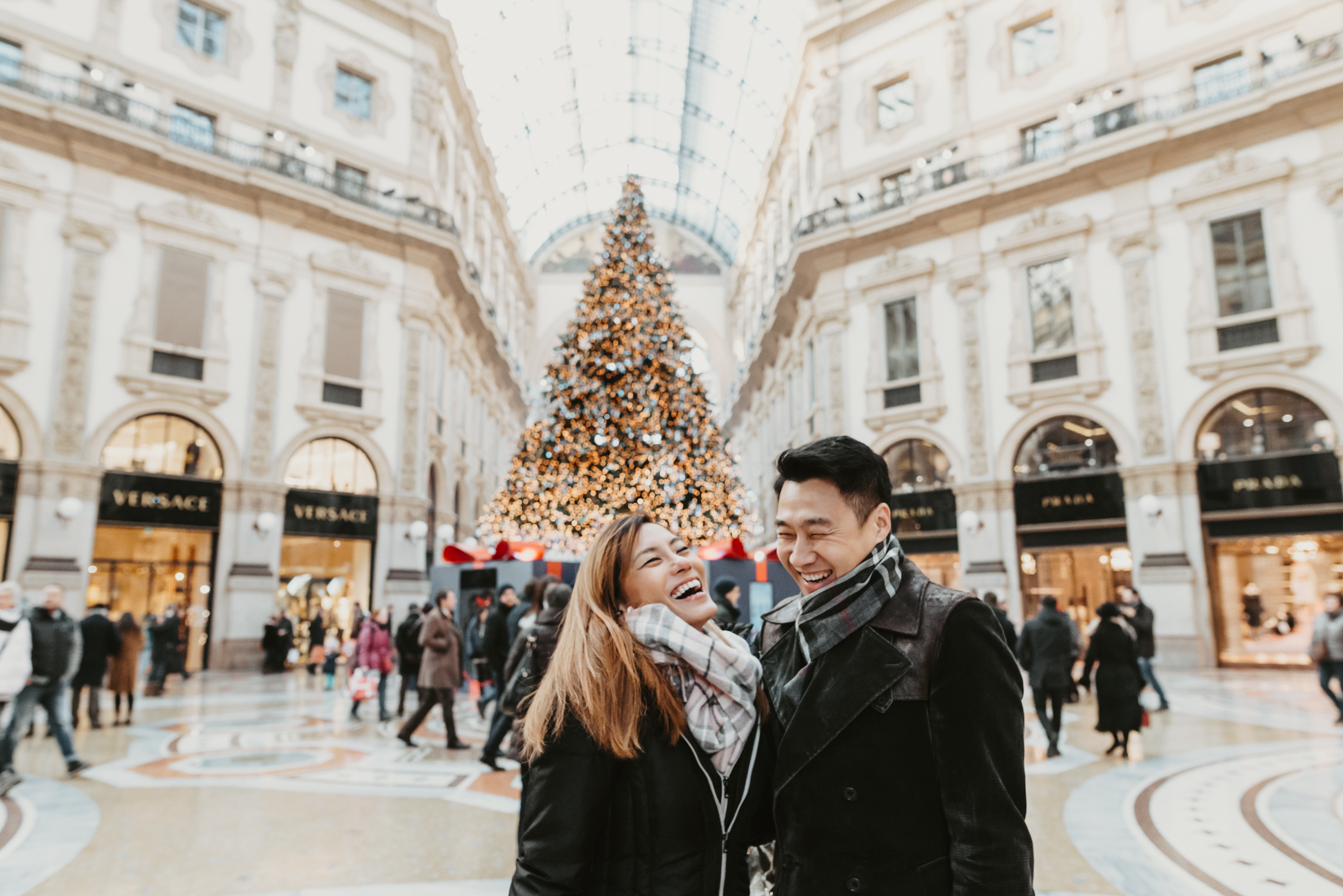 Engagement in Milano, Engagement in Duomo, best photographer for love, love pics, wedding photographer in Italy, destination wedding photographer, fotografo matrimoni milano