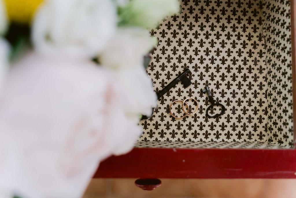 Matrimonio a Villa Negri, Wedding in Italy, Wedding in Milan, rings, keys